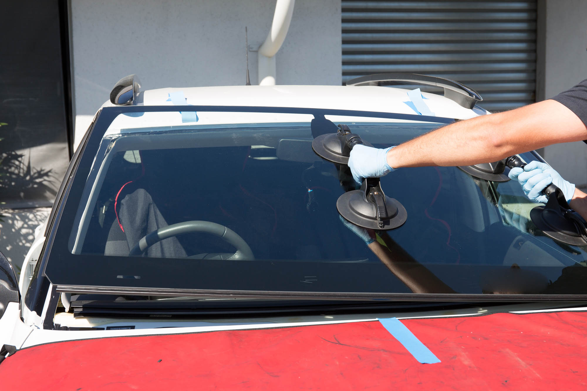 replacing windshield of car